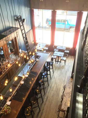 Django's Restaurant & Wine Bar : The new bar and first floor