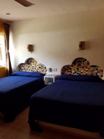 Hotel Mary Carmen: Room, two queen size beds