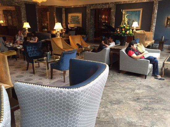 InterContinental Dublin: Lobby bar...