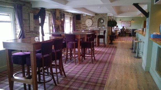 Sowerby Bridge, UK: Bar (Restaraunt area at the far end)
