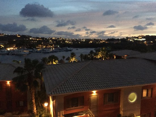 La Maya Beach Luxury Apartments: Night view from our balcony