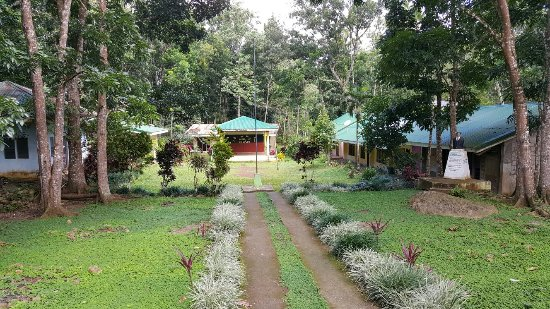 Dipolog, Philippines: Small village and school 1900 steps up the mountain