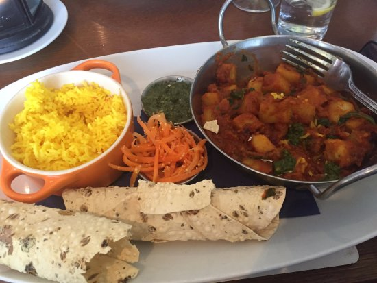 Rosemarkie, UK: Vegan main was this delicious curry