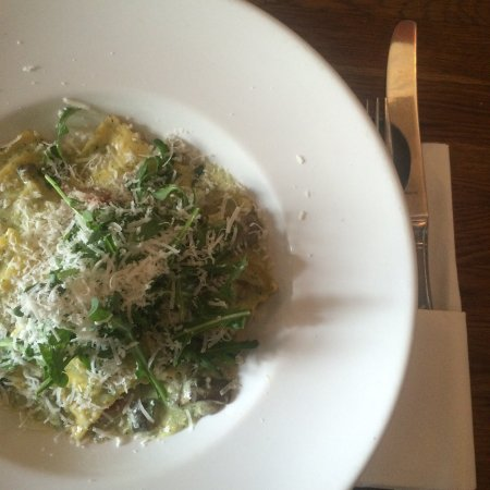 Toscana: I had a vegi ravioli, great place, but it is a shame that the pasta isn't homemade. The atmosphe