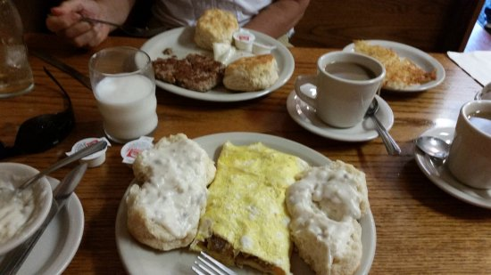 Saint Clair, MO: Great breakfast after a weekend in the woods!
