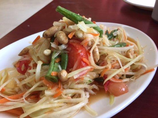 Lakewood, OH: Som Tum Thai (Green Papaya Salad)