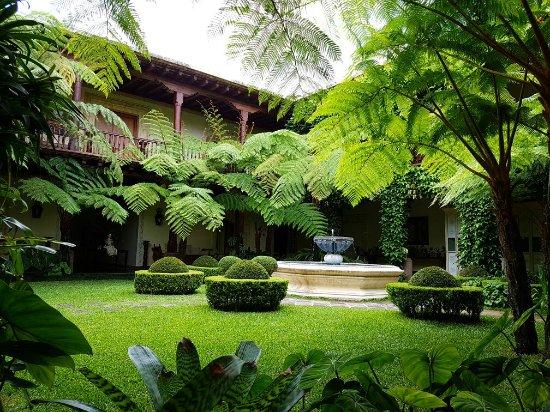 Palacio de Dona Leonor: 20160710_130123_large.jpg