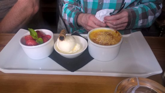 Chinley, UK: Two desserts in one - creme brulee with strawberries and a scoop of ice cream too. Generous, fre