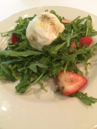 Cafe La Haye: Strawberry Arugala Salad