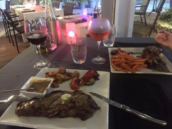 Cupecoy Bay, St. Martin/St. Maarten : The steak and lamb, main courses