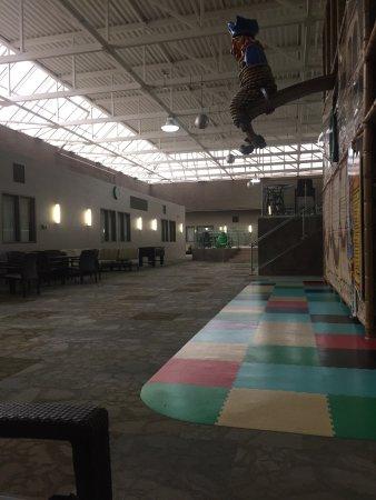 هوليداي إن - وينيبيج إيربورت ويست: Kids play area!