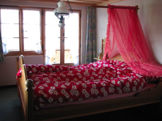 Saanenmoser, Suiza: Comfortable bed, Swiss-style