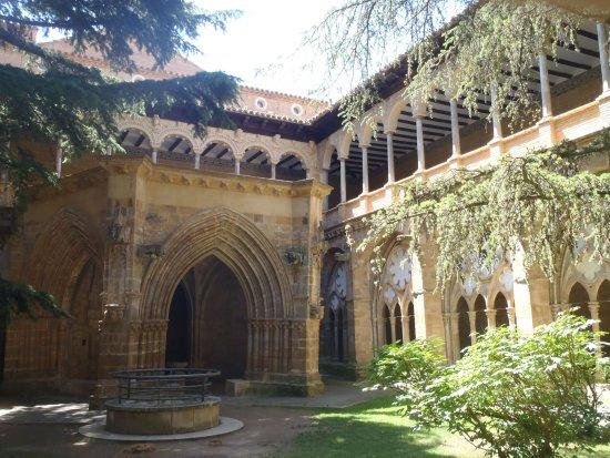 Vera de Moncayo, Spagna: Claustro