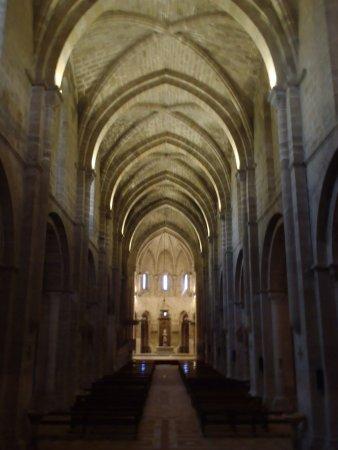 Monasterio de Veruela: Nave principal, presbiterio al fondo