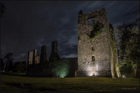 Castlemartyr, Irland: Even at night this place still looks good