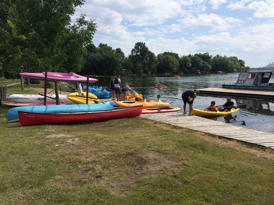 Fern Resort: boat dock / peddle boat / kayaks rentals (included)