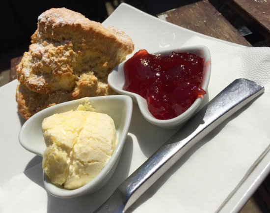 Pucklechurch, UK: A cream tea and ricotta quiche, a lovely afternoon break with good food and excellent service!