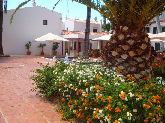 Hotel Cala Galdana & Villas d'Aljandar: courtyard area