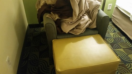 Glenmont, NY: This was the old, mismatched sitting chair/foot stool.