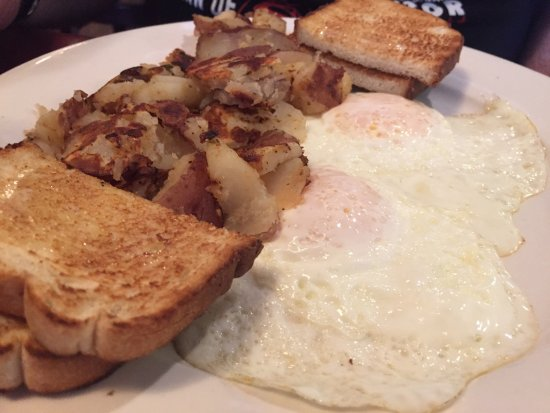Smithtown, NY: Delicious breakfast. Highly recommend the stuffed croissant French toast!