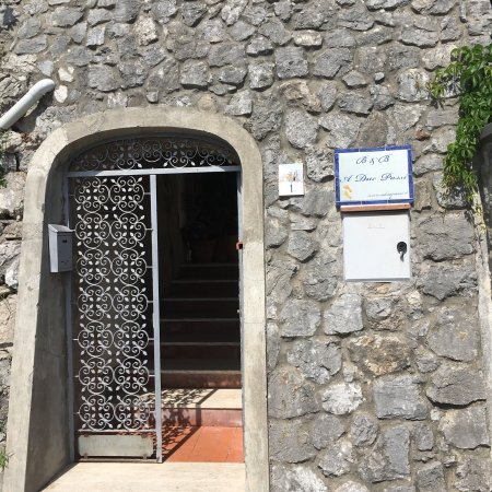 A Due Passi : Real keys, sweet little dog and a beautiful entrance
