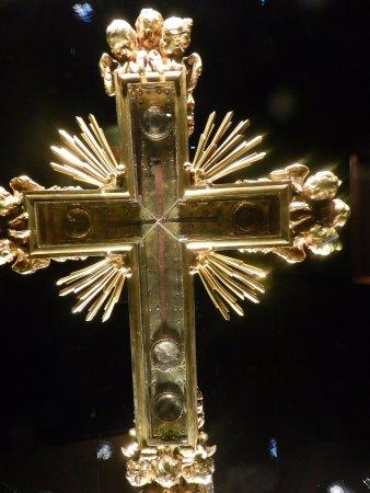 Nonantola, Itália: La reliquia della Sacra Croce