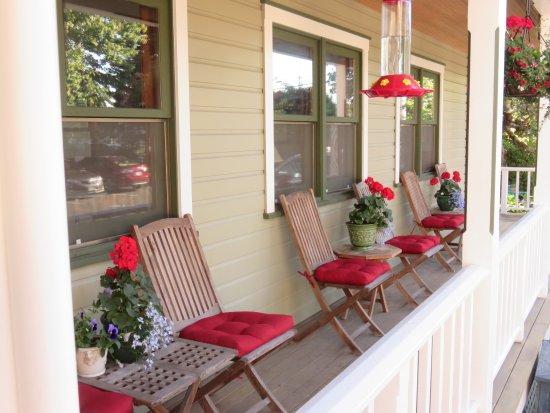 La Conner, WA: A porch for hummingbirds!