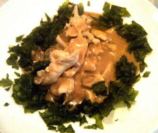 Salaberry-de-Valleyfield, Canada: fried spinach, chicken and peanut sauce over rice
