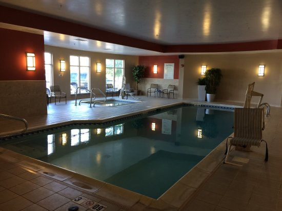 Holiday Inn Express & Suites Dayton South: We had the pool to ourselves!