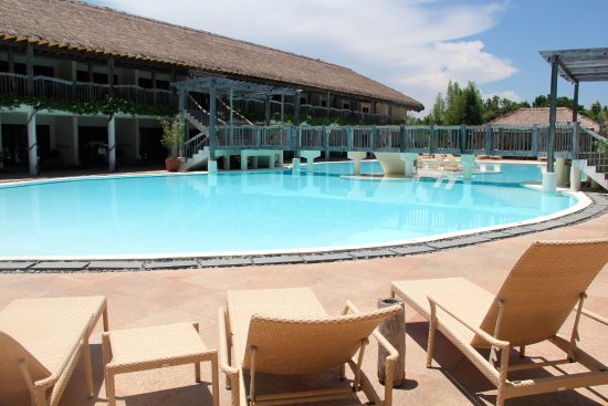 Bluewater Panglao Beach Resort: Main pool at the main building centre