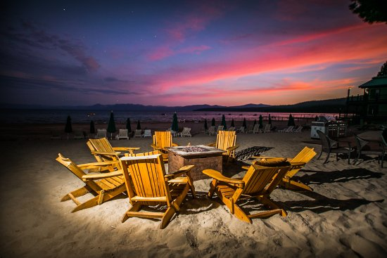 Mourelatos Lakeshore Resort: Enjoy the sunset by the fire pit