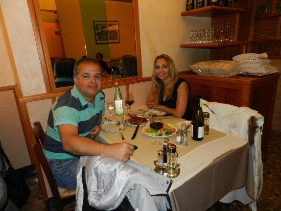 Foto tirada no Restaurante Il Tunnel, em Roma, em Maio de 2015.