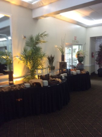 Miami Shores, Floride : Buffet setup before Pelican Harbor event
