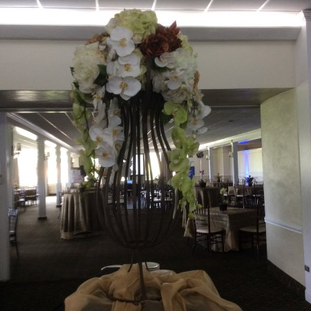 Miami Shores, Floride : Floral decoration before Pelican Harbor event.