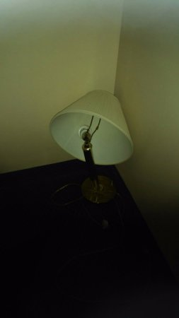 Constitution Inn: broken lamp left in closet