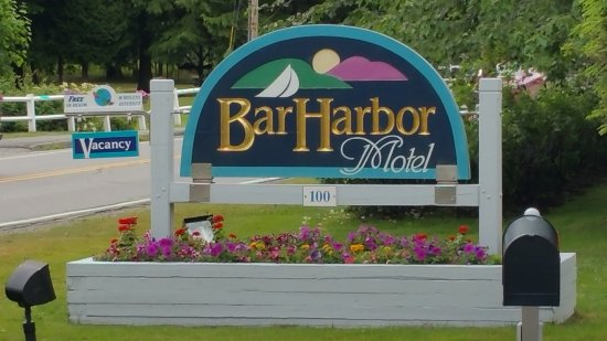 Bar Harbor Motel: Entry sign viewable from Eden Street