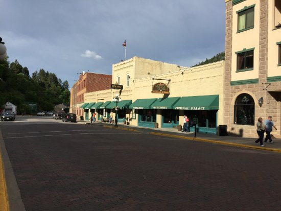 Mineral Palace Hotel and Gaming: Mineral Palace on Deadwood main street