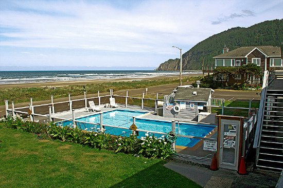 Manzanita, OR: Pool (and beach in background)