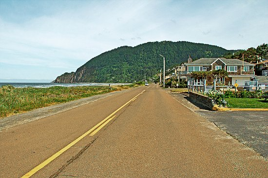 Quiet and crowd-free Manzanita (in mid-May)