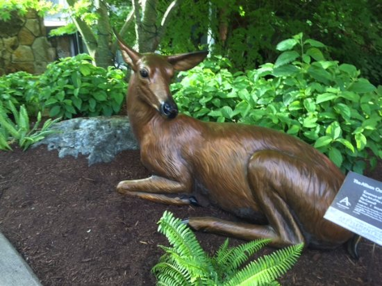 Allison Inn & Spa: Deer sculpture