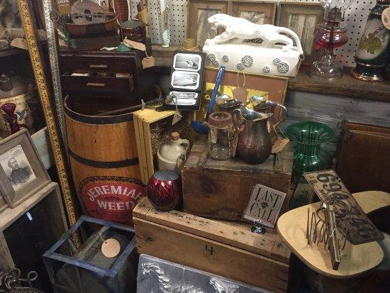 Hollister, Missouri: Olivia's Heartland - Vintage Gift Market