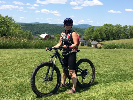Lyndonville, Βερμόντ: my wife MTN biking on Heavens Bench trail.