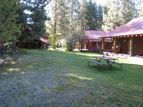 Mazama Country Inn Photo