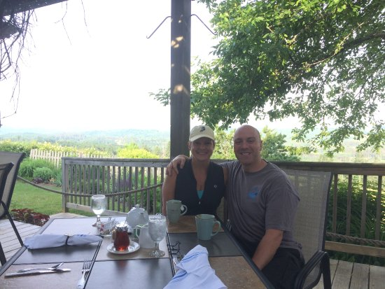 Lyndonville, VT: breakfast table on the patio
