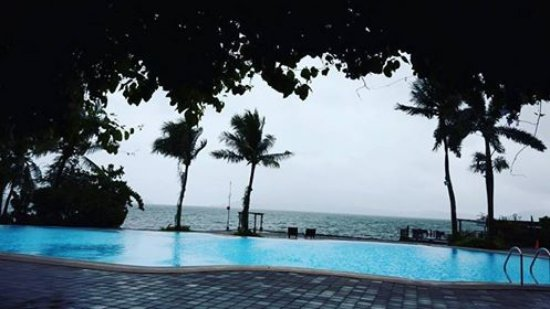 Club Balai Isabel: The weather is gloomy and raining but we still enjoyed the view on the afternoon. Thank God! :-)