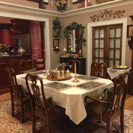 Nauvoo, Илинойс: Blossom White Dining Room
