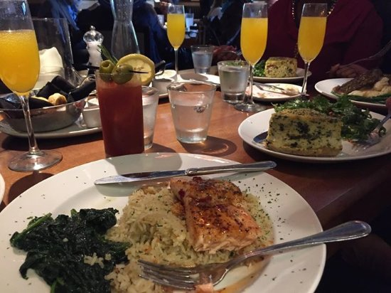 Stoney River Steakhouse and Grill : I had the salmon with rice and sautéed spinach.