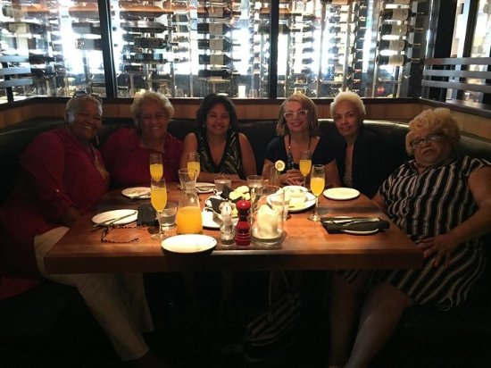 Stoney River Steakhouse and Grill : 6 friends