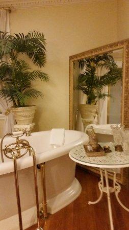 Villa Marco Polo  Inn: 20160701_230011_large.jpg