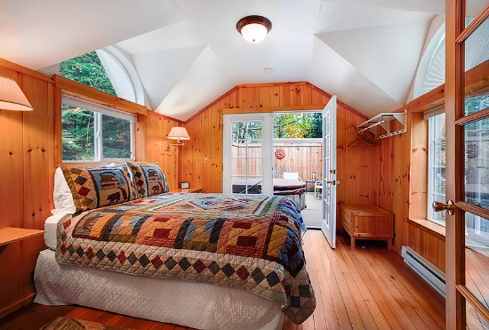 hot near vacation tub vrbo mt cabins sleeps home rainier